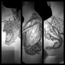 Tatuaz Smoki Na Klatce Barku Ramieniu I Lopatce Wykonany W