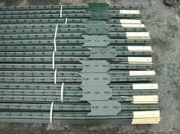 Barbed Wire Fence Post Star Picket Or Round Post For Stability