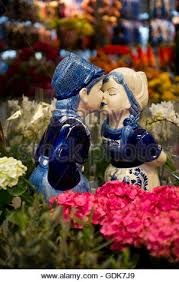 statue kissing in amsterdam holland