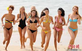 Abby Brammell: 2010 Miss World contestants, Yalong beach in Sanya ...