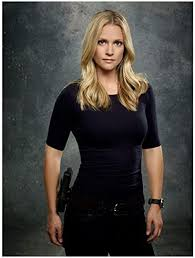 Criminal Minds 8 x 10 Photo Jennifer Jareau/A.J. Cook Navy Blue Tee Gun on  Hip kn at Amazon's Entertainment Collectibles Store