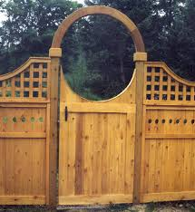 Sabre Scallop Wood Privacy Gate With Halo By Elyria Fence