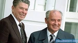 عندما عقد اجتماع عام 1986 بين رونالد ريغان وميخائيل غورباتشوف ...