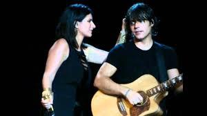BELLISSIMO COSì - Laura Pausini e Paolo Carta - YouTube
