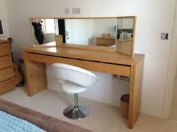 proportions of this dressing table