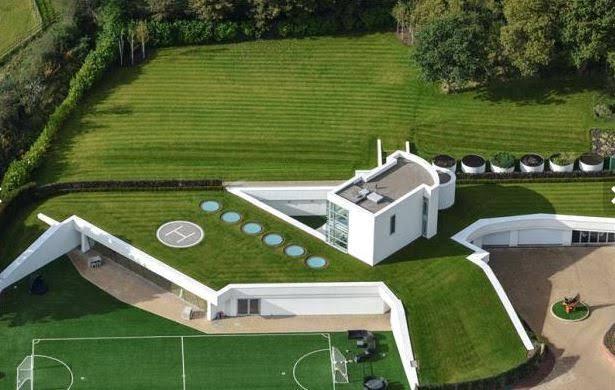 Rumah Mewah Pesepak Bola Dunia Balotelli.