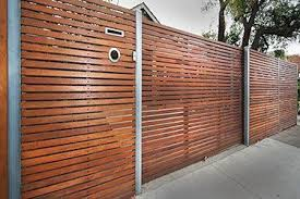 How To Build A Horizontal Fence Modern Fence And Gates Contemporary Fencing Horizontal Boards Modern Fence Design Modern Fence Fence Design