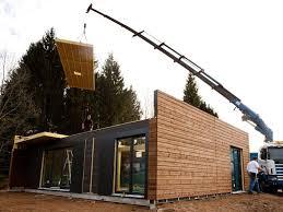 une maison en bois montée en un jour