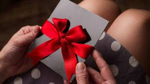 25 best gift cards to give mental floss
