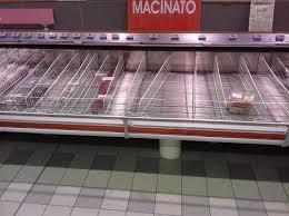 Psicosi Coronavirus vuoti gli scaffali del supermercato FOTO ...