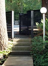 Black Horizontal Wood Fence Diy Details On My Blog Modernthrifter Com Patio Garden Design Wood Fence Fence Design