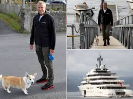 Chelsea owner Roman Abramovich might be one of the world's richest men but  still walks his dogs - Mirror Online