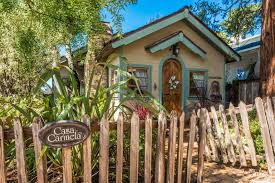 Cottage Front Yard With Wooden Picket Fence Hgtv