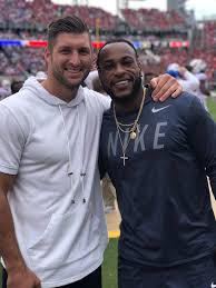 "Tim Tebow on Twitter: ""So great to see Percy Harvin! Congratulations on  your induction into the @FloridaGators vs @FootballUGA Hall of Fame.  #GatorNation… https://t.co/ZAu1nUxM66"""