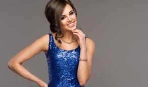 makeup tips when wearing a blue dress