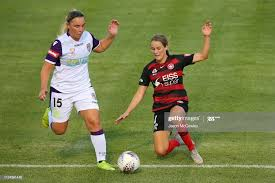 Alexia Moreno of the Glory and Courtney Nevin of the Wanderers... News  Photo - Getty Images