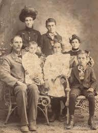 Ida Smith Thompson(?) and family Photo