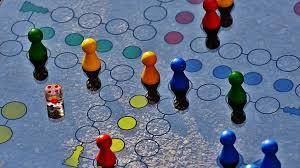 Resultado de imagen de imagenes niños jugando juegos de mesa