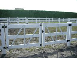 The 3 Rail Double Drive Gate Along With The 3 Rail Vinyl Horse Fence Is Very Practical Plus It Looks Fresh And Clean Vinyl Fence Farm Fence Ranch Gates