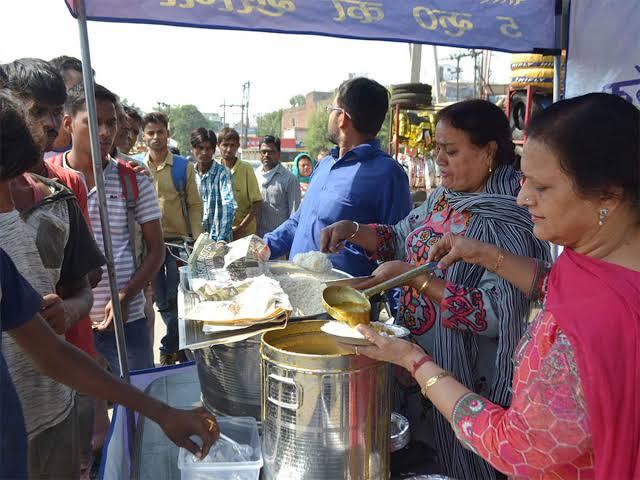 5 रुपये में भरपेट और स्वादिष्ट खाना वो भी अच्छी गुणवता के साथ।
