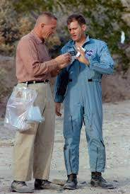 File:Apollo 11 Support Team members Jack Swigert (left) and Bill Pogue  (right) discuss a sample during the Sierra Blanca geology trip.jpg -  Wikimedia Commons