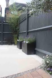 Inexpensive Black Fence Ideas For Garden Design 50 In 2020 Backyard Fences Backyard Garden Fence