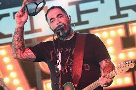Aaron Lewis Suggests Staind Will Be 'Coming Back' Next Year