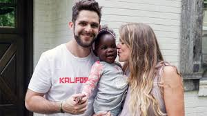 See Thomas Rhett's daughter Willa Gray greet her newborn sister with a kiss