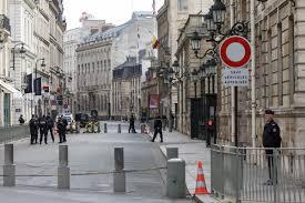 https://file1.closermag.fr/var/closermag/storage/images/1/3/0/7/2/13072820/frayeur-elysee-policier-tente-suicider-proximite-palais-presidentiel.jpg?alias=original