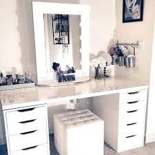 q how do i make this makeup station