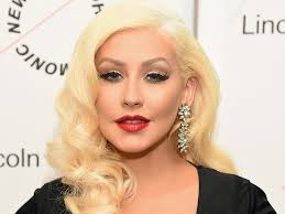 christina aguilera shows that freckles