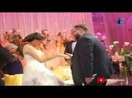 فرح نجل المخرج محمد النقلى صورة جماعية مضحكة مع العروسين و أحمد