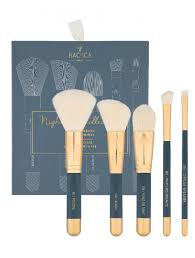 the bachca brush set includes 5