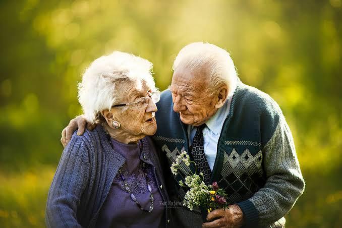 """Resultado de imagem para casal de idosos"""""""