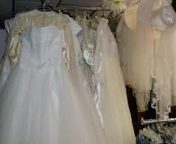 vine wedding dresses and veils