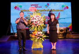 Món quà dành tặng con em CBVC Bệnh viện Bạch Mai nhân ngày Quốc tế ...