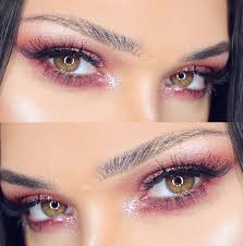 pink eyeshadow is a soft and feminine makeup trend beauty