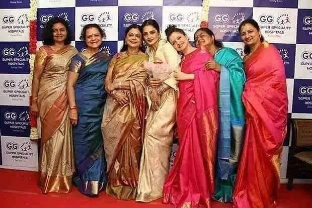 "rekha with her sisters के लिए इमेज नतीजे"""