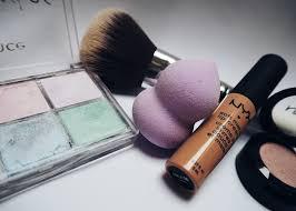 daughter in hilarious makeup tutorial