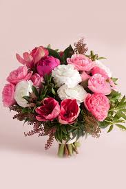 باقات من الورود الزهرية الساحرة ليوم زفافك