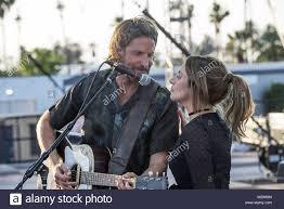È nata una stella è una imminente musical americano il dramma romantico film  diretto da Bradley Cooper e scritto da ceppi, Cooper, Eric Roth, Irene  Mecchi, Stephen J. Rivele, e Christopher Wilkinson.