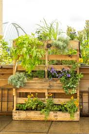 make a wood pallet planter