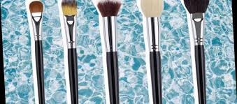 clean your make up brushes quickly