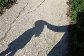 Menina de 11 anos denuncia padrasto por estuprar ela e a irmã