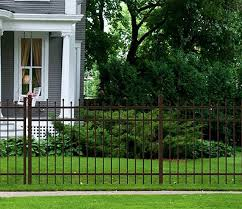The Tradd Fence Features Staggered Finials For A Decorative And Unique Look Yardlink Fence Fencing Diyfence Aluminu Backyard Fences Diy Fence Fence