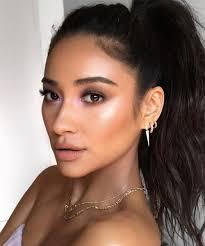 eye corner strobing eyeshadow makeup trend
