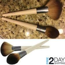 best makeup brush for powder foundation