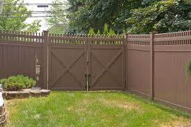Illusions Pvc Vinyl Fence Photo Gallery Illusions Fence Pvc Fence Vinyl Fence Vinyl Privacy Fence