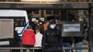 Professore decapitato a nord di Parigi: la zia di un'allieva era nell'Isis