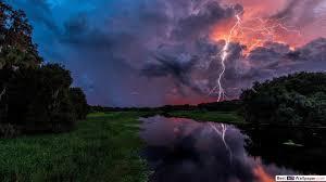 البرق عاصفة فوق الميدان تنزيل خلفية Hd